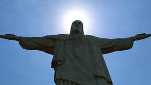 Százméteres Krisztus a munkatábor helyén