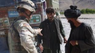 Metálzenével harcol a terroristák ellen a hadsereg