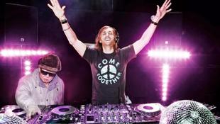 Dj Kim Dzsong Il David Guettával és Tiestóval zenélt