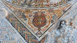 Ősi mozaikot találtak egy út mellett