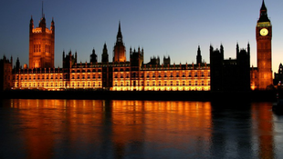 Költöznek a képviselők, mert életveszélyes lett a parlament
