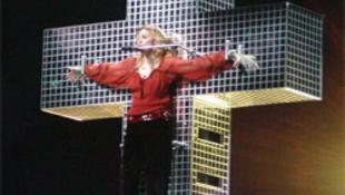 Szenzáció: Madonna egy Pest melletti faluba kényszerül!