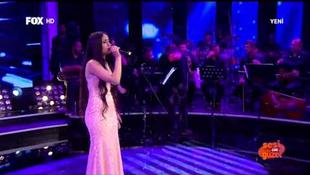 Fejbe lőtték az énekesnőt