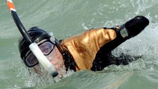 Végtagok nélkül ússza meg a 35 km távot!