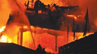Lángolt az 1600 éves torony
