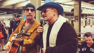 Metrómegállóban adott koncertet a világsztár