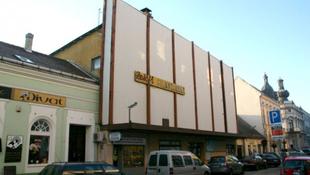 Pápai döntés: a mozi szent!