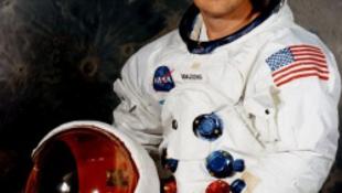 Meghalt Neil Armstrong