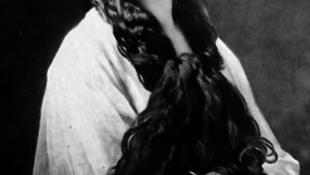 Előkerült a királyné halotti bizonyítványa