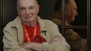 Elhunyt a hollywoodi forgatókönyvíró