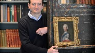 Portrét találtak a trónkövetelőről