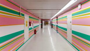 Absztrakt falakat kapott a kórház