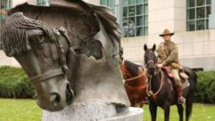 Emlékmű épült a háborúkban elesett állatok tiszteletére