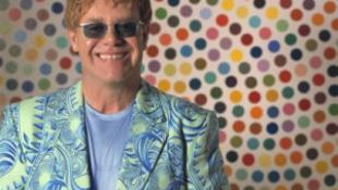 Egy ukrán kisfiút akar örökbe fogadni Elton John