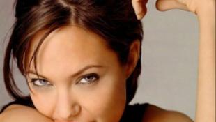 Újra terhes Angelina Jolie!