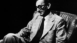 Akivel tizenkét író halt meg