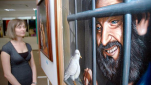 Tündököl a rabművészet: kiállítás börtöntöltelékeknek