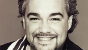 Tragikus balesetben elhunyt Pavarotti utódja