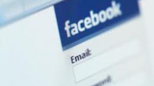 Nem távolították el a FB profilt, egymilliárd dollárra perlik őket