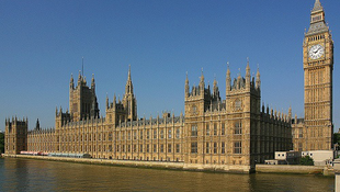 Budapestre költözik a brit parlament