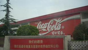 Klóros üdítő került forgalomba, bezrták a kólagyárat
