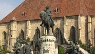 Tovább folyik a Mátyás-szobor körüli vita