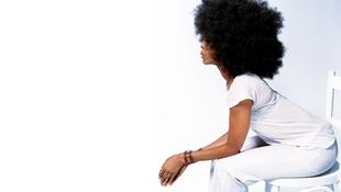 Bajban az énekesnő az illegális vetkőzőszáma miatt