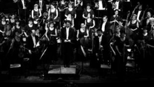 Zoób Kati felöltözteti a Pannon Filharmonikusokat