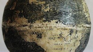 Strucctojásra rajzolták a világot