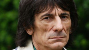 Orosz nőt vert az utcán a Rolling Stones gitrosa!