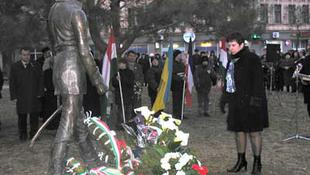 Ukrán nacionalisták a magyar emlékművek lebontására szólítanak fel