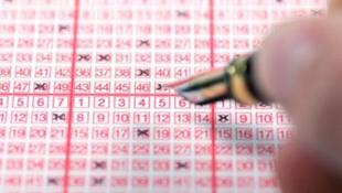 Tovább dolgozik a lottónyertes