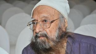 Elhunyt az egyik legnépszerűbb indiai író