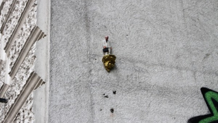 Depressziós törpök téblábolnak a város utcáin