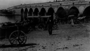 Ma is tömegeket vonz a hagyományos hídi vásár