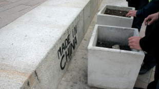 Graffiti miatt vonult ki a rendőrség
