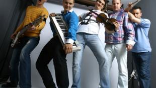 Szaxofon, zongora, basszusgitár, bőgő – közös nevező a jazz!