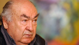 Novák Ferenc táncos lakodalmat rendez a szegedi Dóm téren