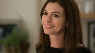 Új sorozatban játszik Anne Hathaway