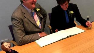 Összeházasodott férfi szerelmével a színész