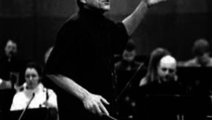 Elhunyt a híres karmester