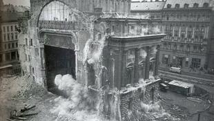Így robbantották fel a Nemzeti Színházat