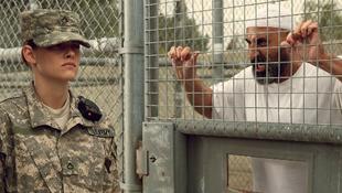 Kristen Stewart katonának állt