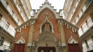 Komolyzenei körséta a zsinagógák világában