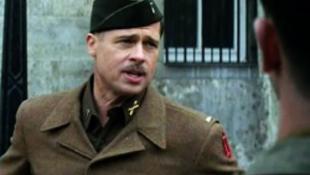 Rendszeresen veri gyermekeit Brad Pitt