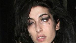Mocskos, részeg orgiával ünnepelt a botrányhősnő