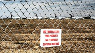Hatalmas repülőtemető a sivatag közepén