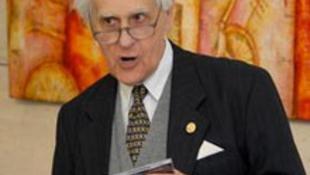 Az alma mater köszönti elvi nyugdíjas mentorát