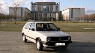 Milliókért vették meg a politikus 22 éves kocsiját