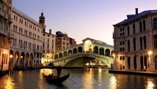 Velence pénzhiány miatt kiárusítja épületeit